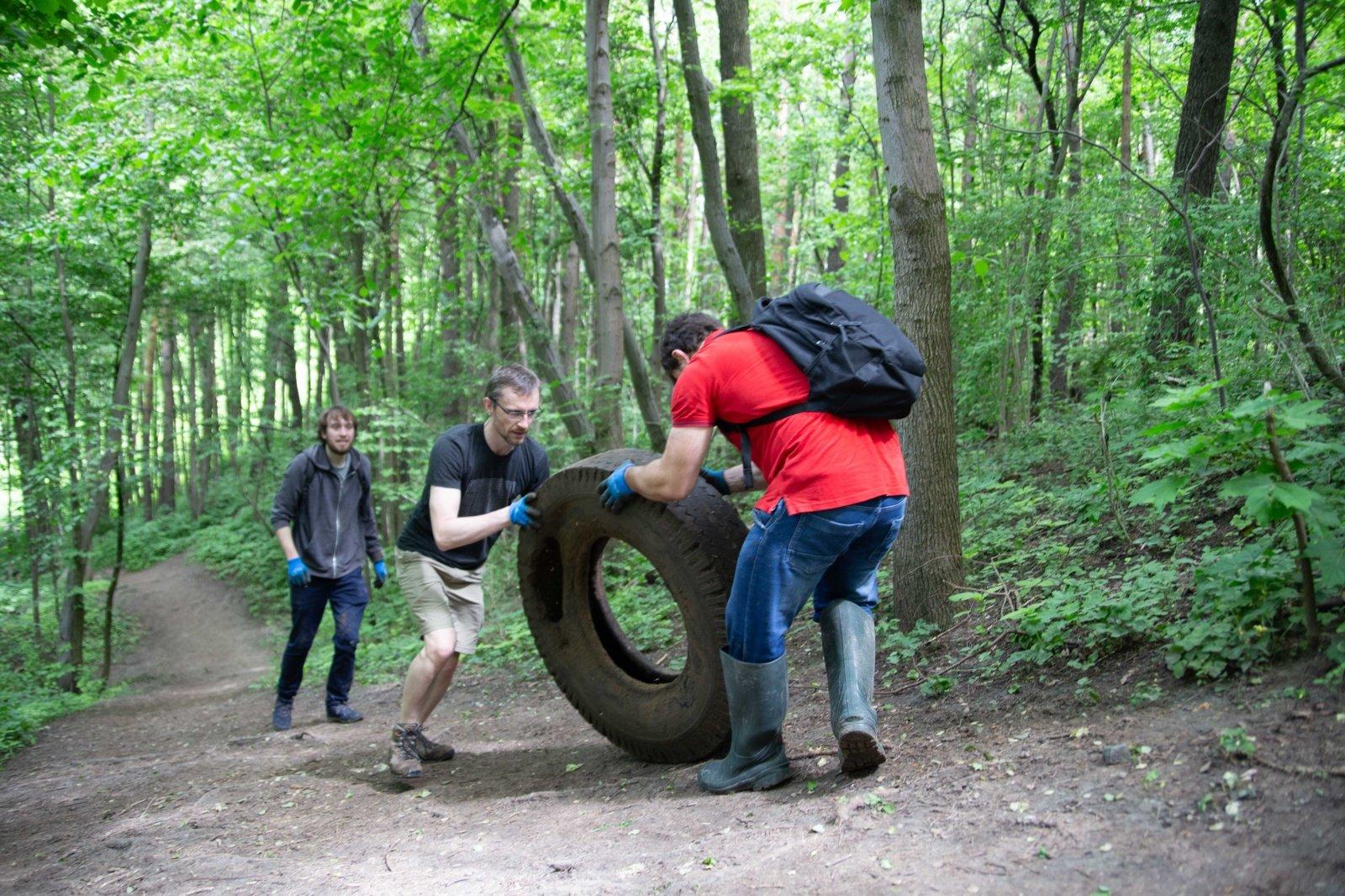 Lietuvoje savanoriai šį savaitgalį tvarko užterštas vietas prie upių