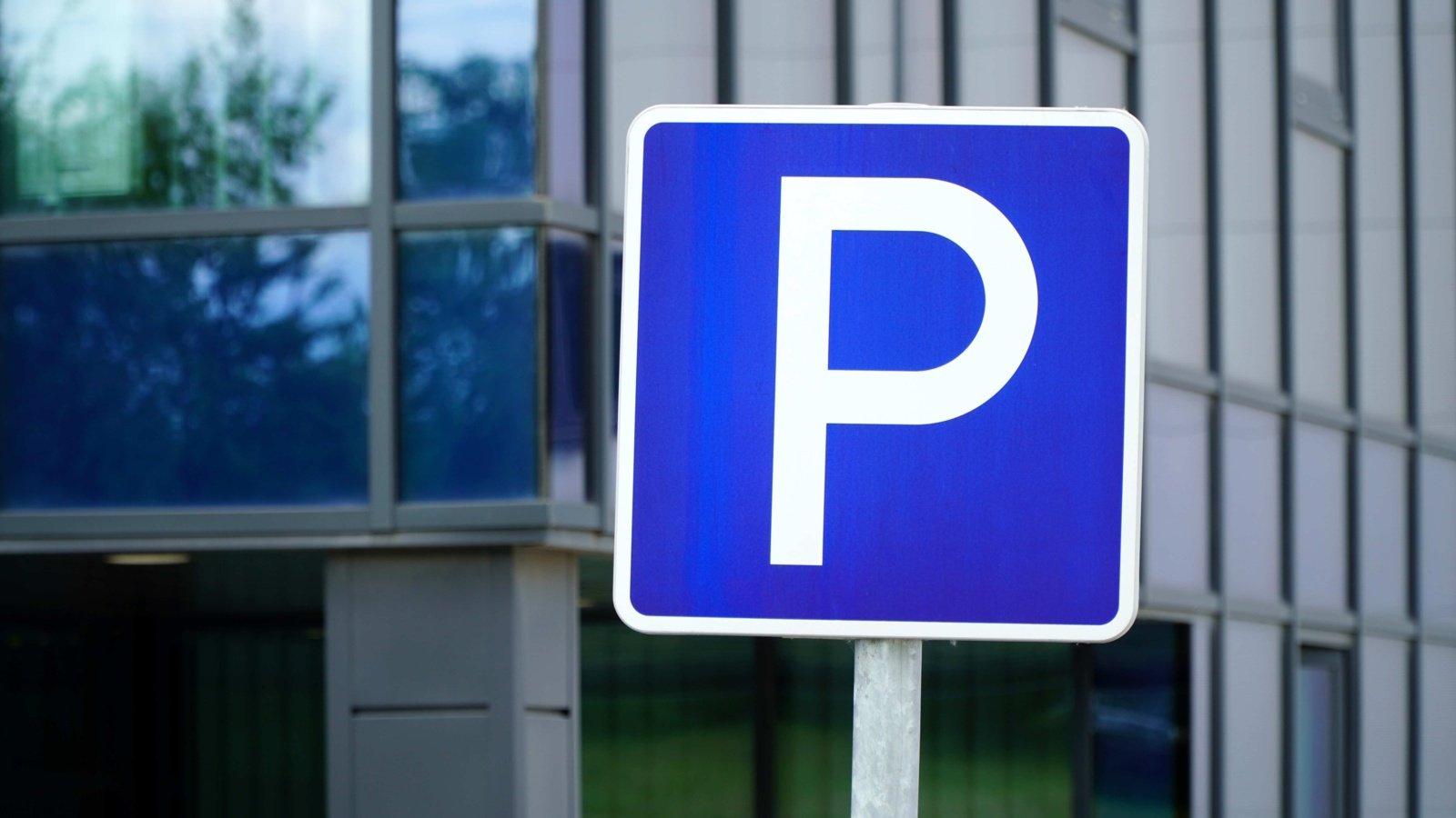 Nuo rugsėjo 16-osios – nemokamas automobilių stovėjimas miesto gatvėse