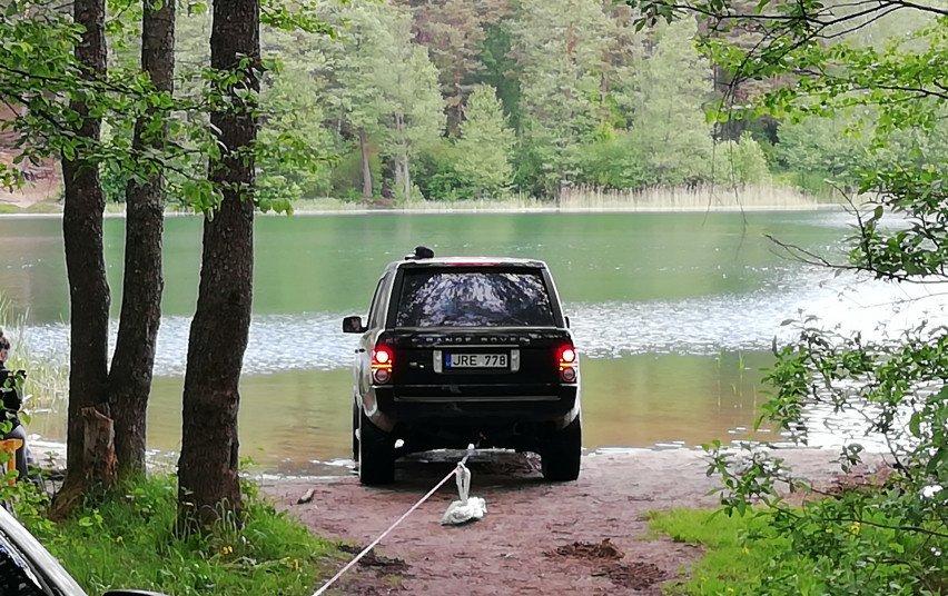 Vilniaus mieste į Antavilio ežerą įvažiavusio visureigio vairuotojui teks ir administracinė nuobauda
