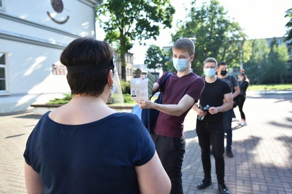 Prasidėjo brandos egzaminų sesija: Panevėžio abiturientai laiko lietuvių kalbos ir literatūros egzaminą