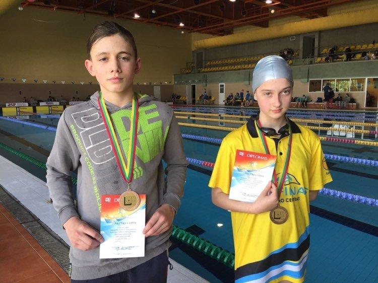 Iš vaikų plaukimo čempionato grįžo du medalininkai