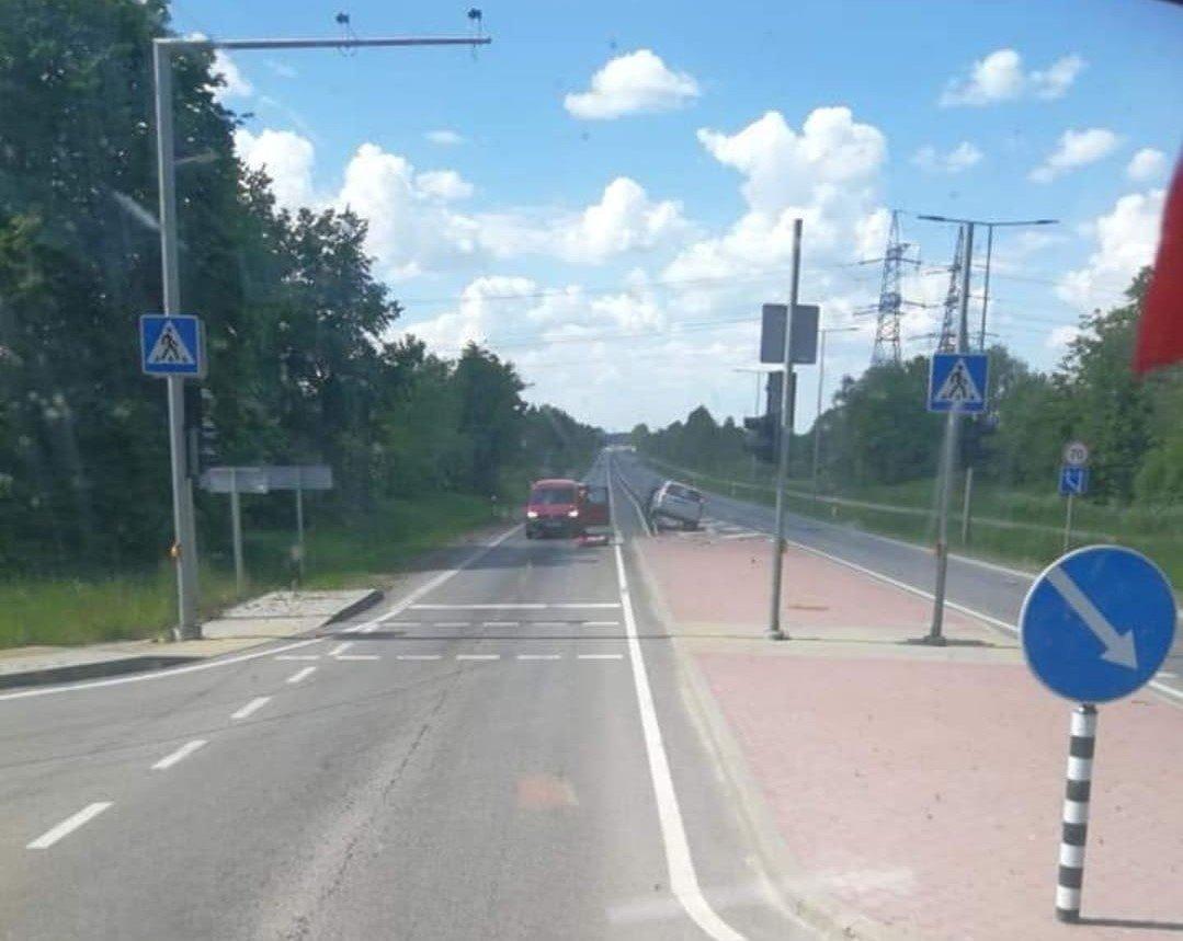 Vijolių kaime automobilis partrenkė 13-metę