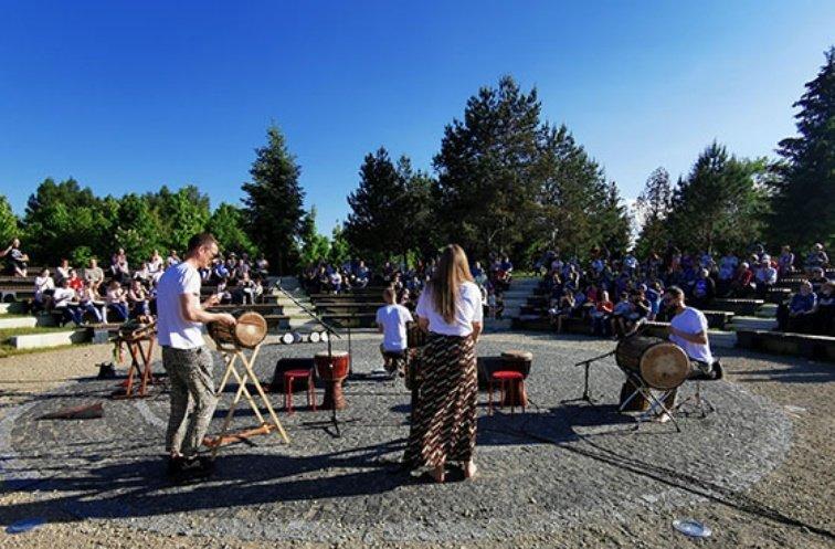 Radviliškio miesto Eibariškių parke – užburiantys afrikietiškų būgnų ritmai