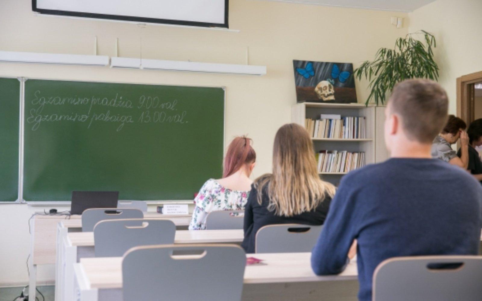 Abiturientai laikys biologijos brandos egzaminą