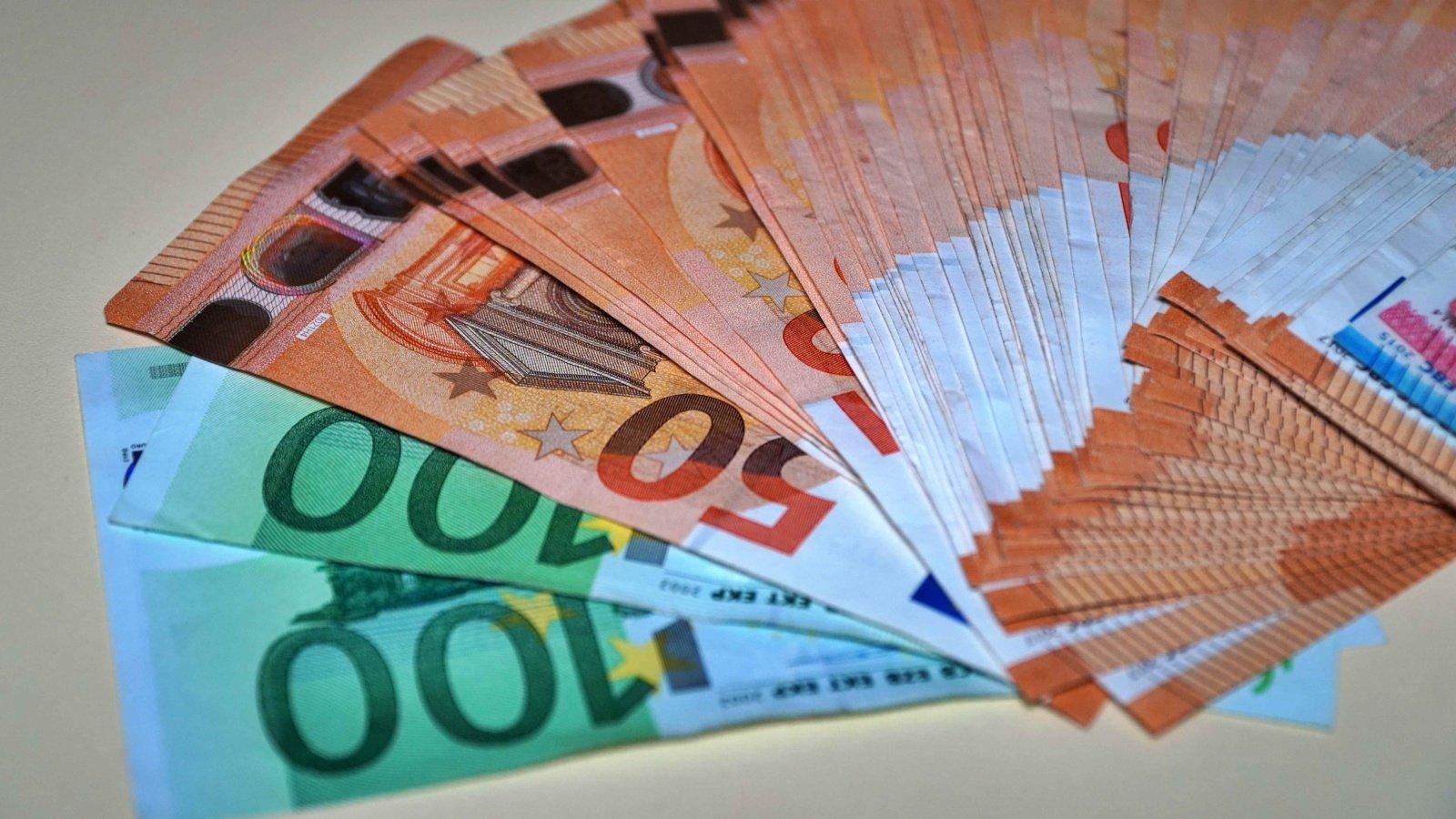 Jonavoje nenustatyti asmenys iš vyro išviliojo 26,6 tūkstančio eurų