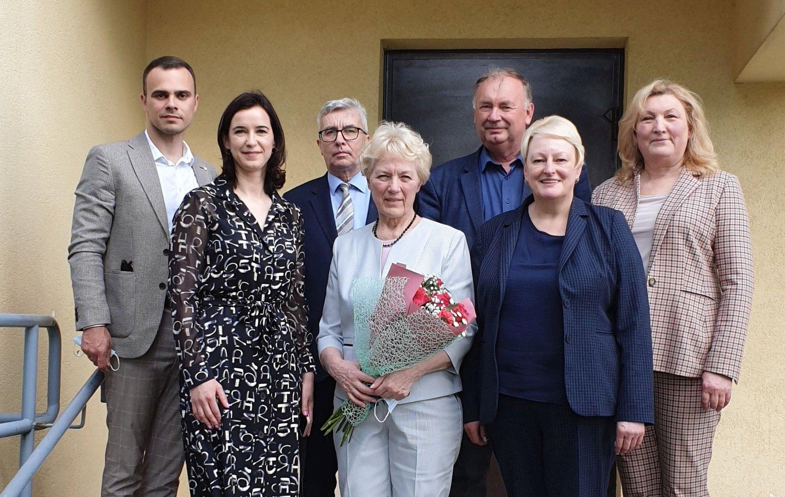 Padėkota karjerą baigusiai Lentvario ambulatorijos vadovei: mediko profesijai skyrė 49 metus