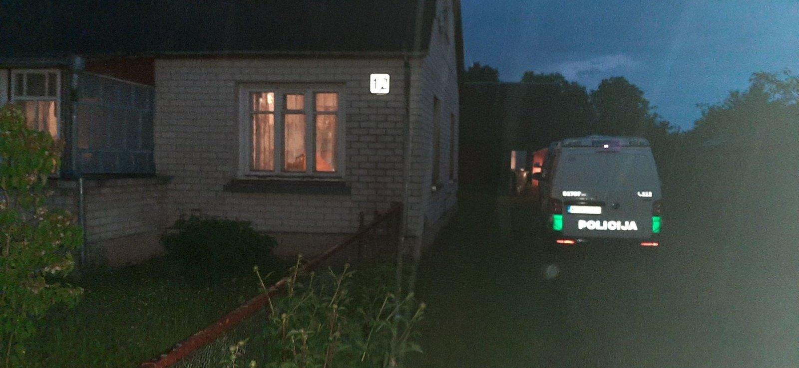 Radviliškio rajone namuose rastas negyvos moters kūnas su durtinėmis žaizdomis