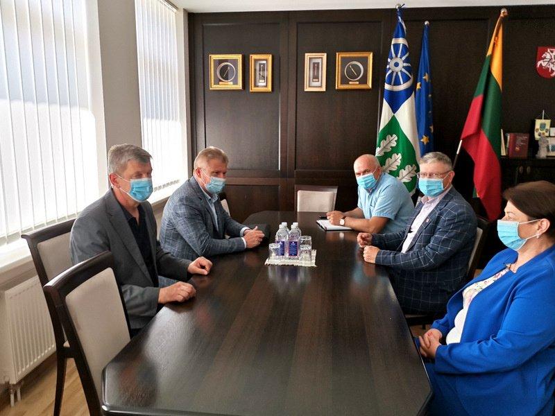 Kelmės rajono savivaldybės vadovai susitiko su Valstybinės maisto ir veterinarijos tarnybos atstovais