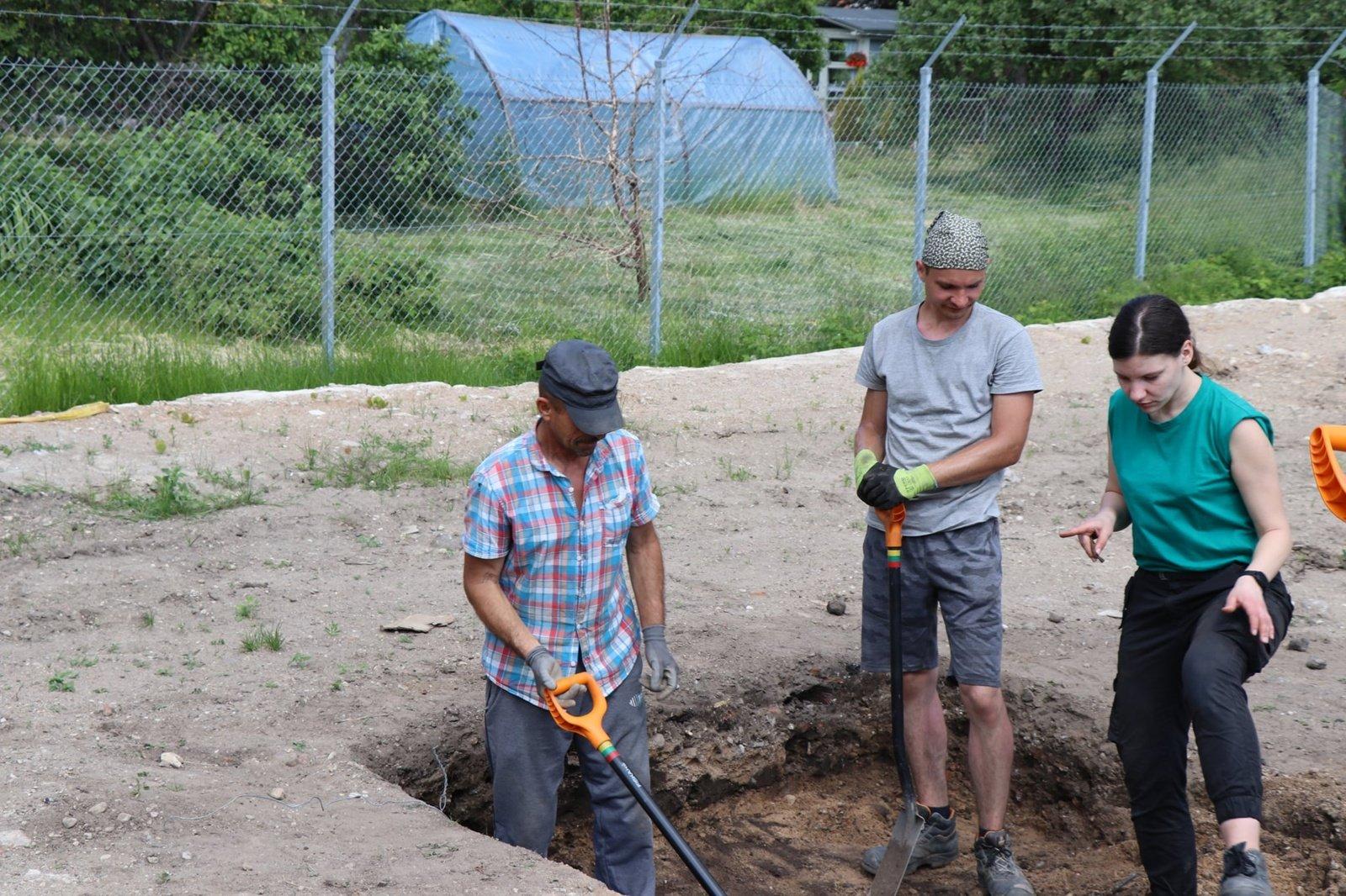 Laisvės kovų muziejaus kieme kasinėjimo darbus pradėjo archeologai
