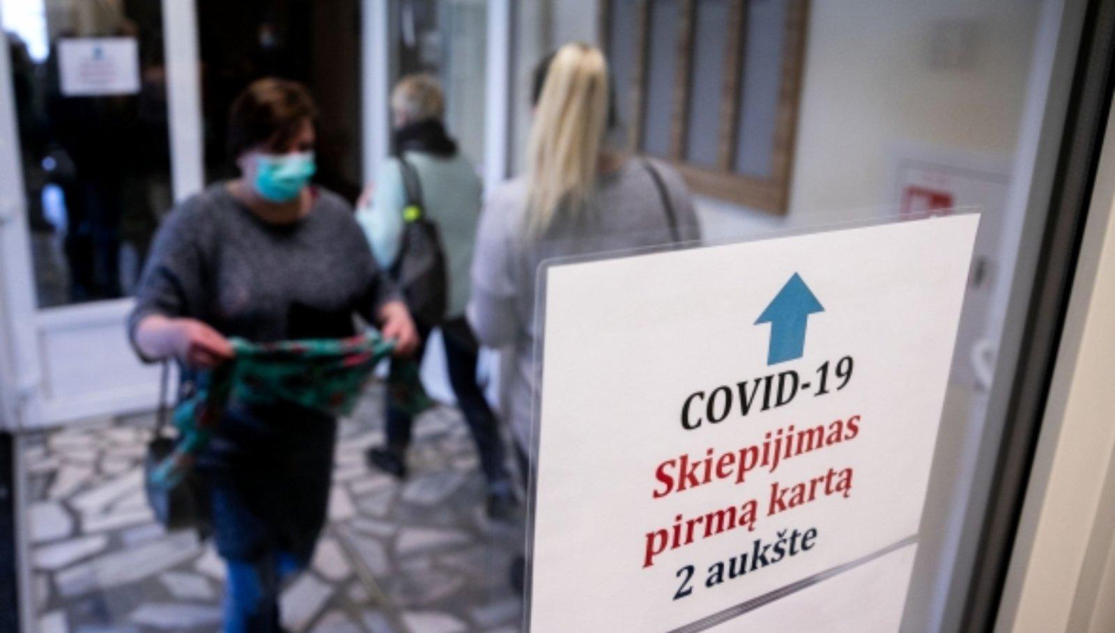 """Paaugliai Lietuvoje nuo COVID-19 galės būti skiepijami ir """"Moderna"""" vakcina"""