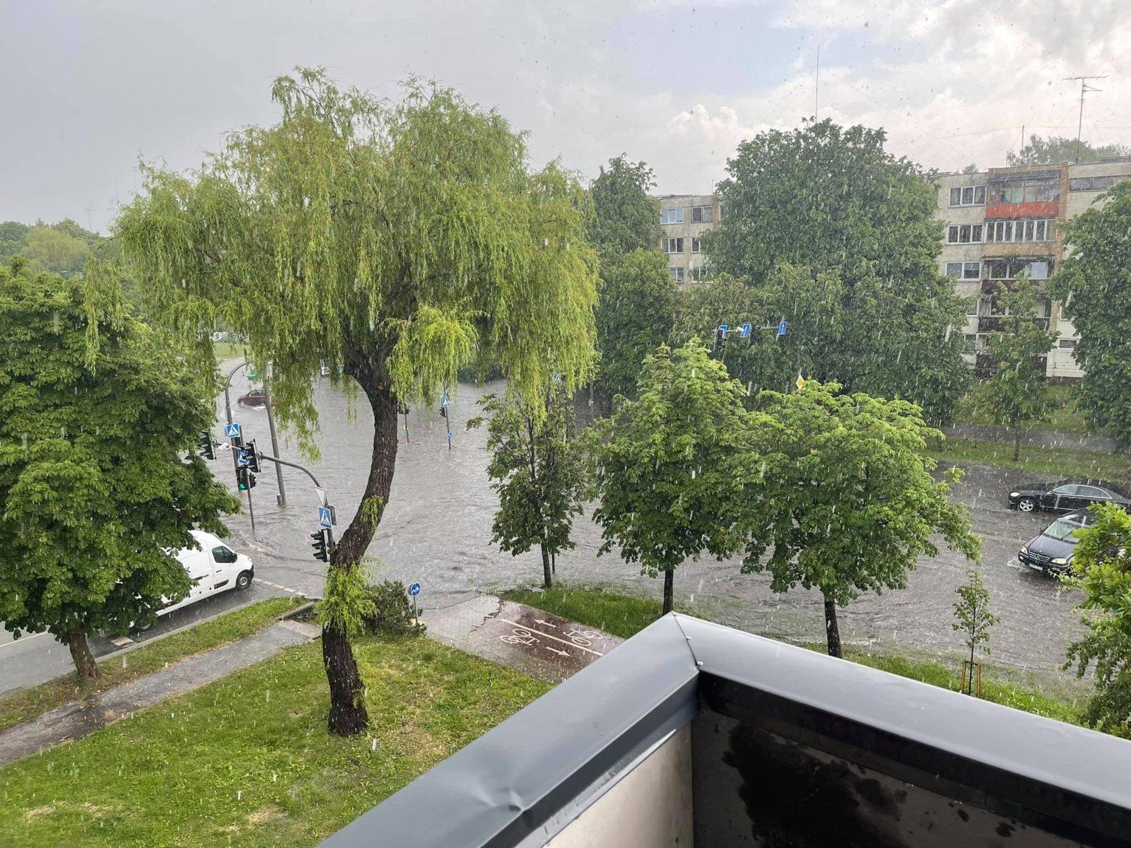 Skaitytojai: po krušos ir smarkios liūties Kaunas vėl skęsta