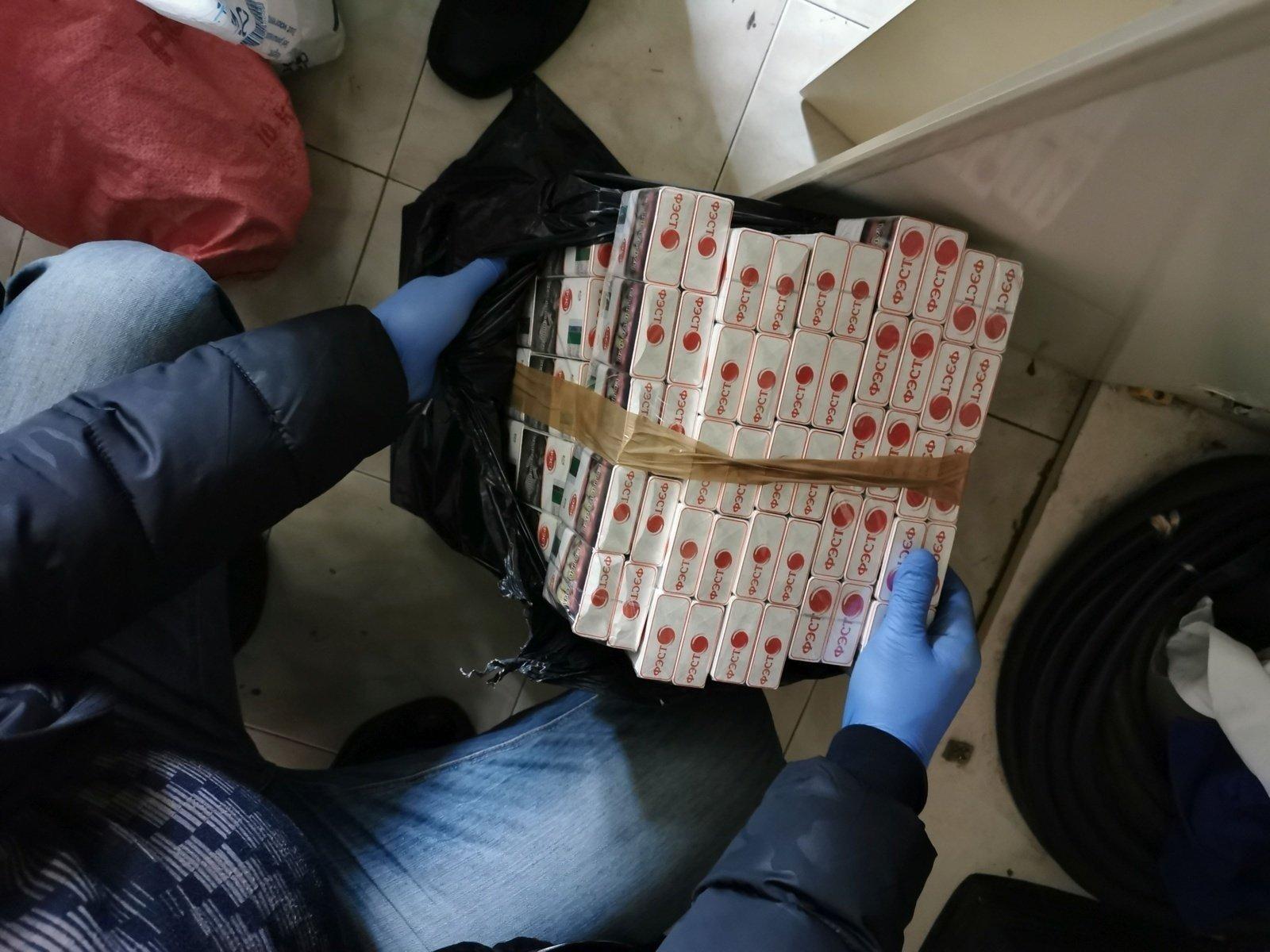 Akmenės rajone krovininio traukinio vagone rasta kontrabandinių baltarusiškų cigarečių