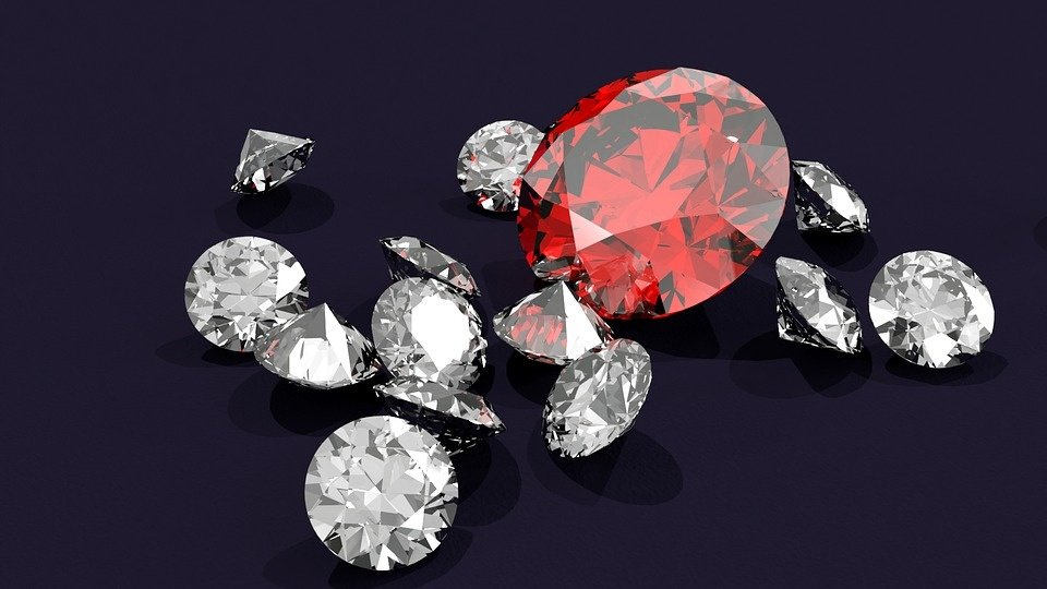 Valstybė sieks parduoti konfiskuotą sidabrą ir deimantus