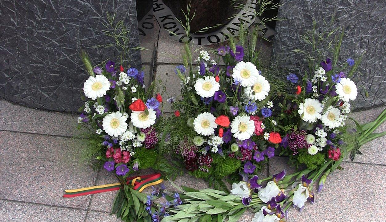 Molėtuose atidengtas paminklas kovotojams už Lietuvos laisvę