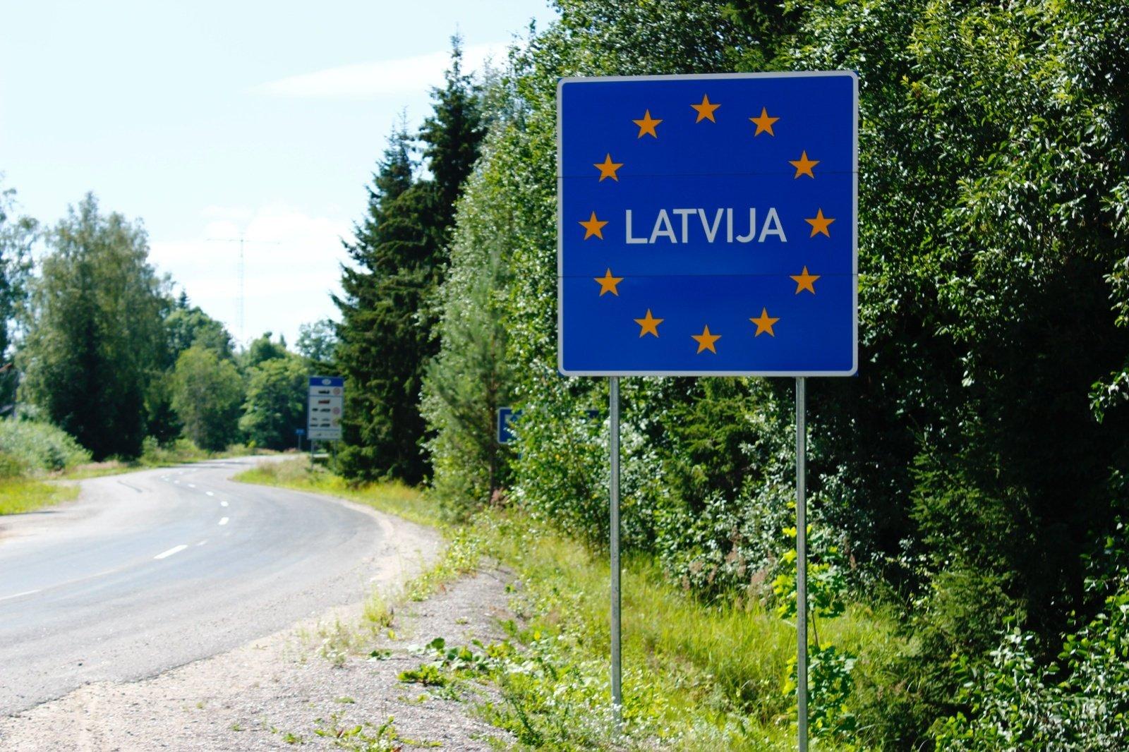 Latvija: COVID pažymėjimą turintiesiems nebereikės karantinuotis arba testuotis atvykus