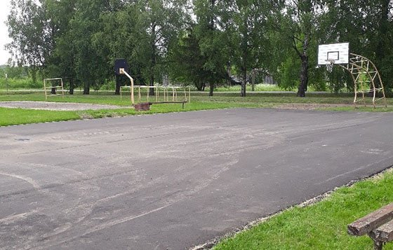 Tyrulių seniūnijoje vykdomi sporto aikštelės atnaujinimo ir gatvių asfaltavimo darbai