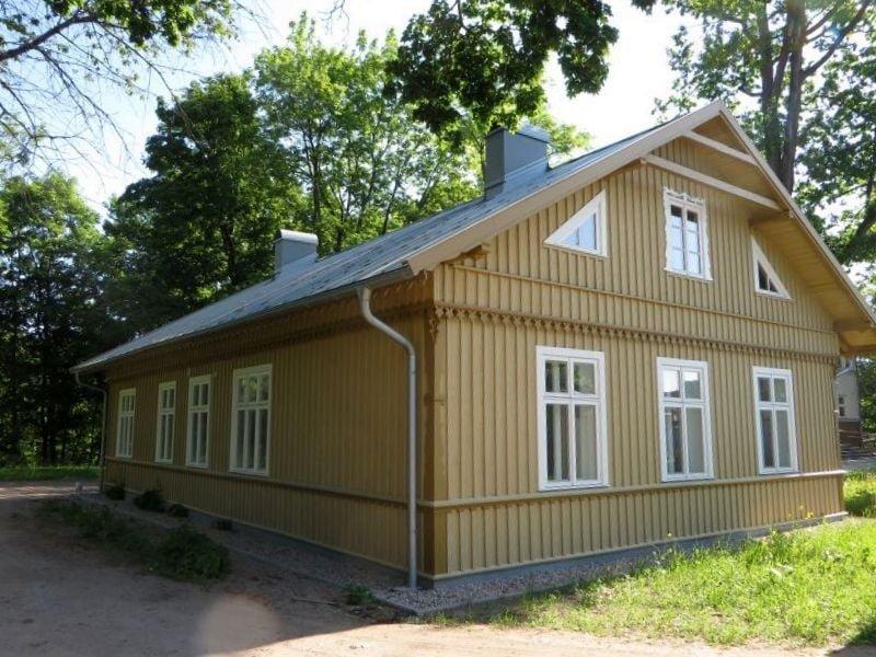 Restauruotas vienas seniausių medinių namų Plungėje