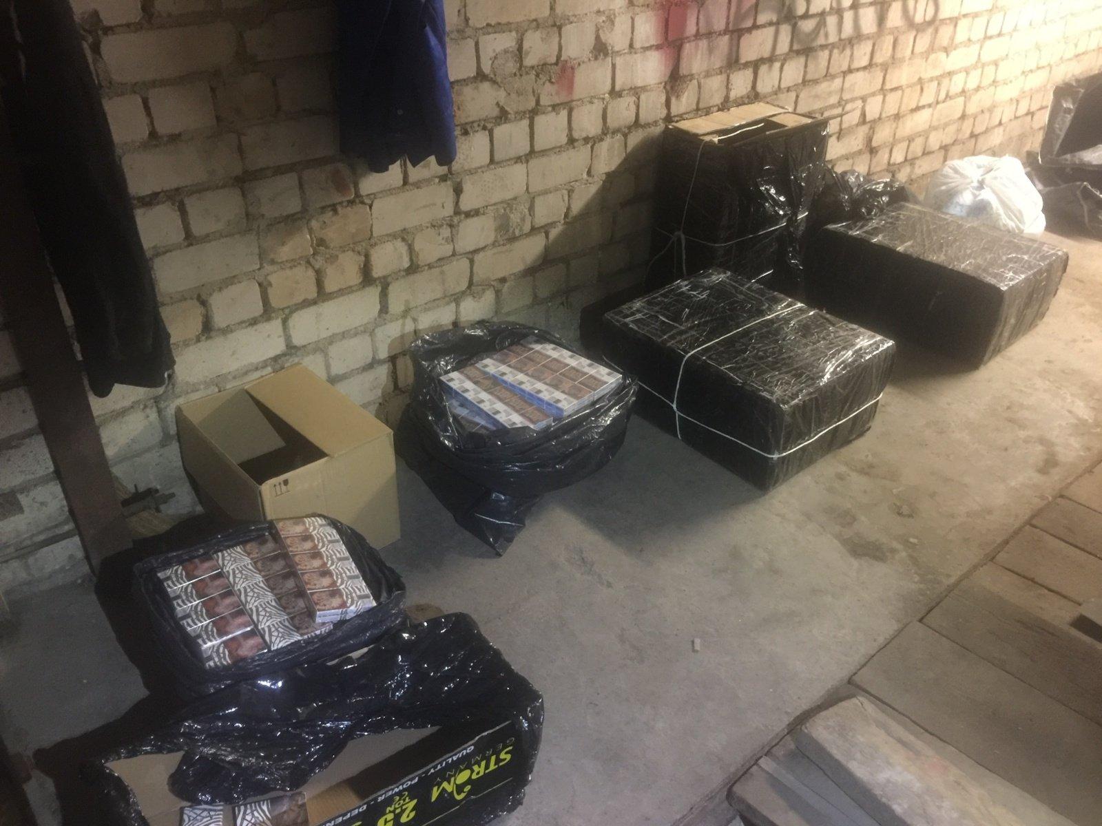 Švenčionių policija aptiko kontrabandinių rūkalų slėptuvę