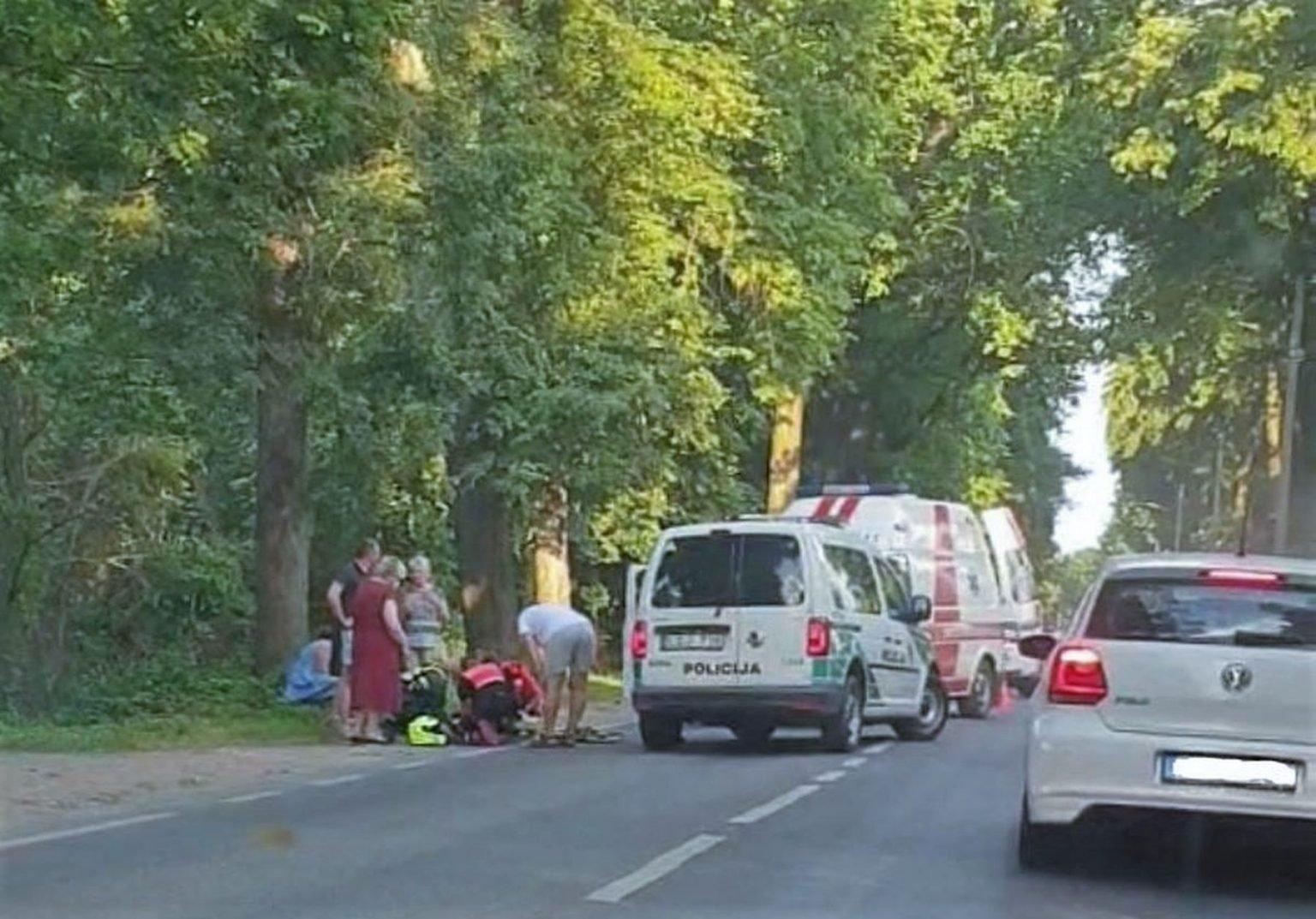 Skaudus susidūrimas Vaišvydavoje: motociklo vairuotojas išvežtas į ligoninę