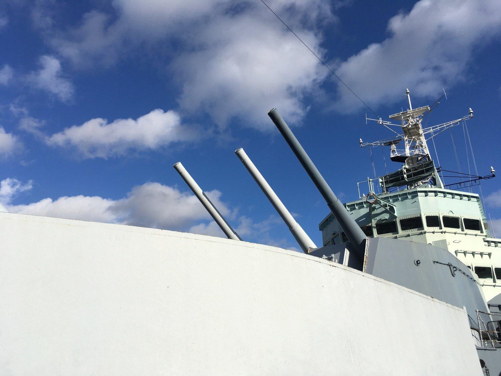 Juodojoje jūroje Rusijos pajėgos paleido perspėjamųjų šūvių Britanijos karo laivo link