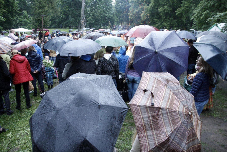 Joninių orai: ar tikrai kasmet per šią šventę lyja?