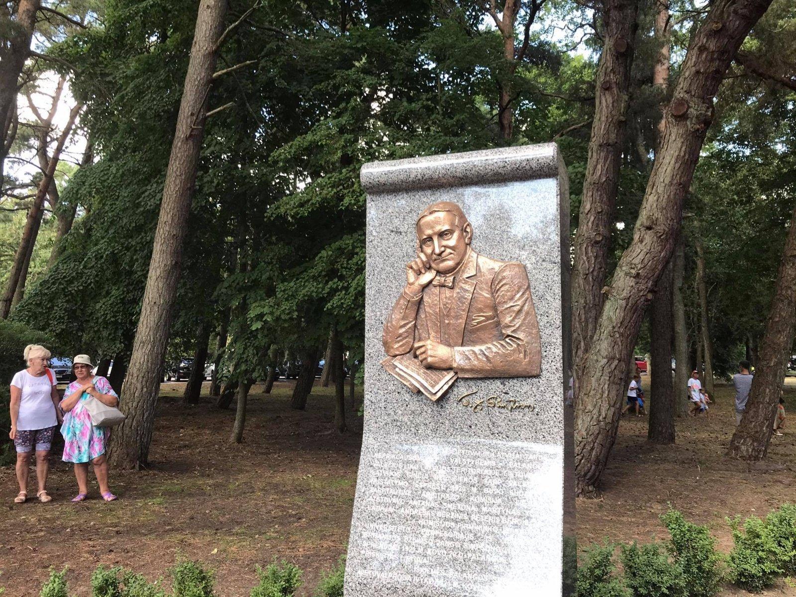 Prezidentas atidengė paminklą J.Y. Simpsonui Palangoje