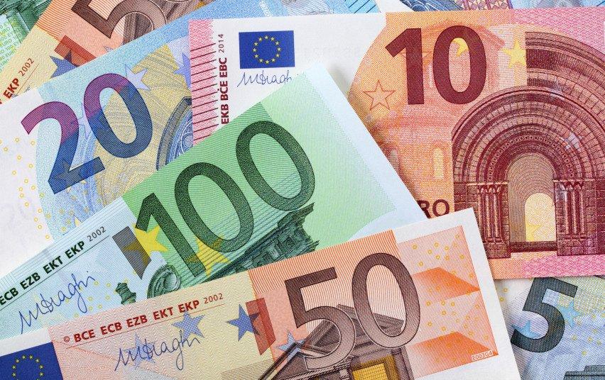 Medikų atlyginimų priedams už gegužę pervesta 6,5 mln. eurų