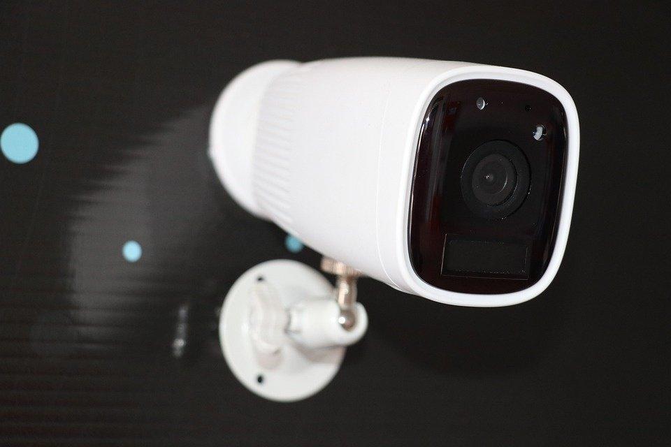 Motina dukros miegamajame paslėpė vaizdo kamerą: tai, ką pamatė, šokiravo