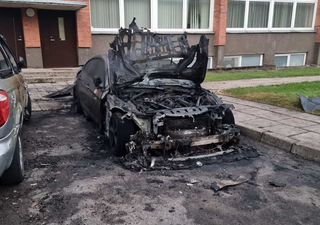 """Šiauliuose padegto automobilio savininkas: """"Galvojau, kad priešų neturiu"""""""