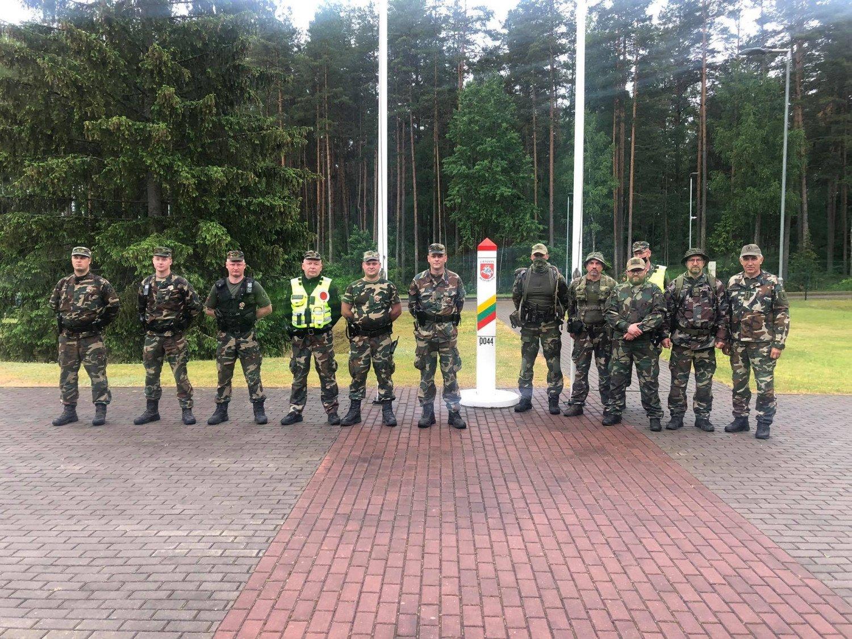 Šaulius budėjimuose prie Baltarusijos sienos pakeis gausesnės Lietuvos kariuomenės pajėgos