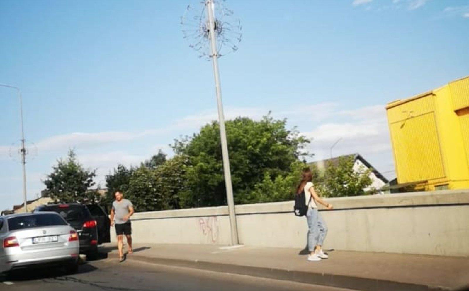 Ant senojo Šiaulių viaduko susidūrė 4 automobiliai: mieste susidarė spūstys (vaizdo įrašas)