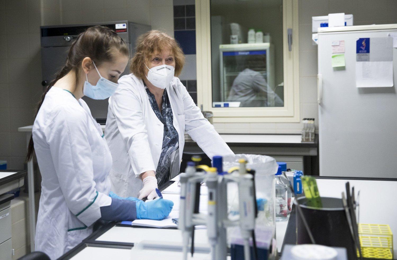 Santaros klinikos tirs rūpestį keliančias koronaviruso atmainas kartu su kitomis pasaulio laboratorijomis