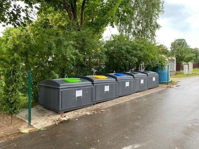 Ukmergėje montuojami modernūs atliekų surinkimo konteineriai