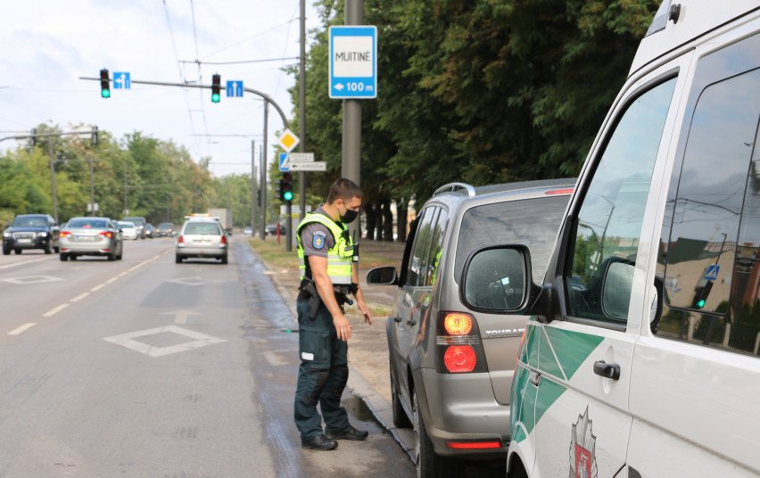 Nuo liepos pradžios Kauno policija užfiksavo daugiau nei tūkstantį įvairių KET pažeidimų