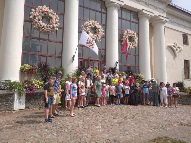 """Lumpėnų kaimo bendruomenė """"Strazdas"""" vyko į ekskursiją Šiaurės Lietuvoje"""