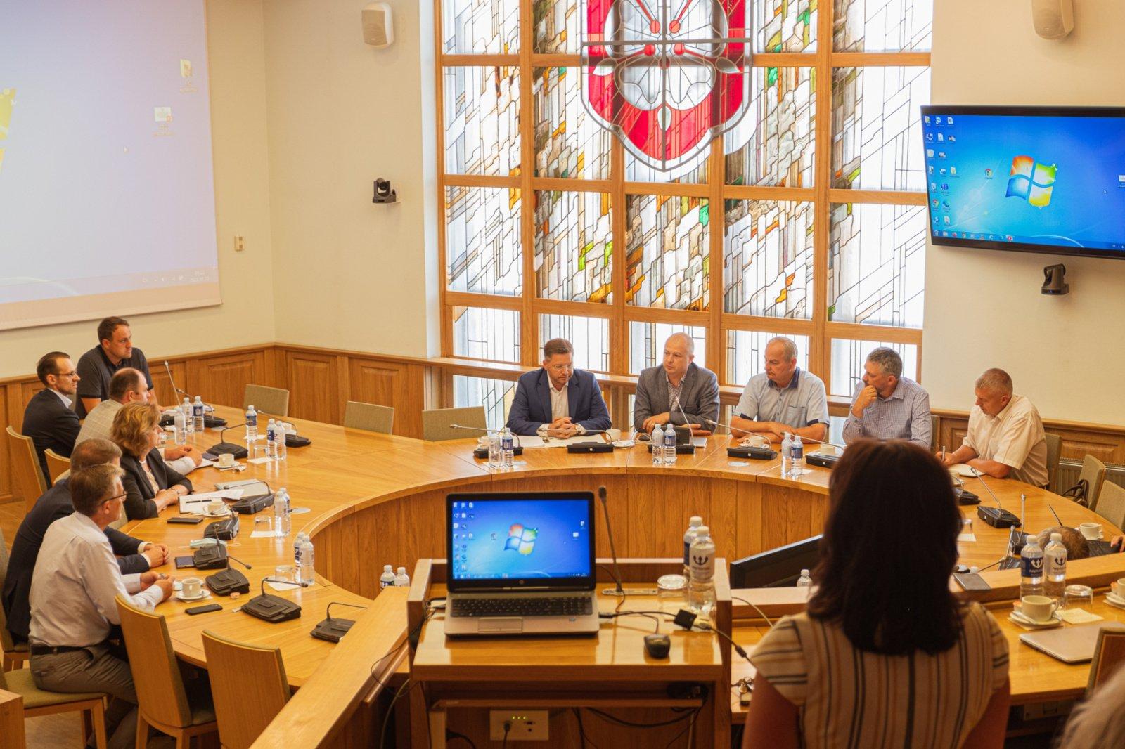 """Aplinkos ministras S. Gentvilas: """"Uolienų gamyklos savininkų prašysime dar daugiau viešumo alytiškiams"""""""