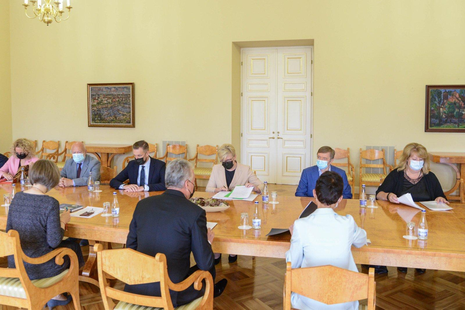 Su prezidentu susitikę partijų lyderiai pasidalino savo siūlymais, kaip spręsti nelegalių migrantų sukeltą krizę