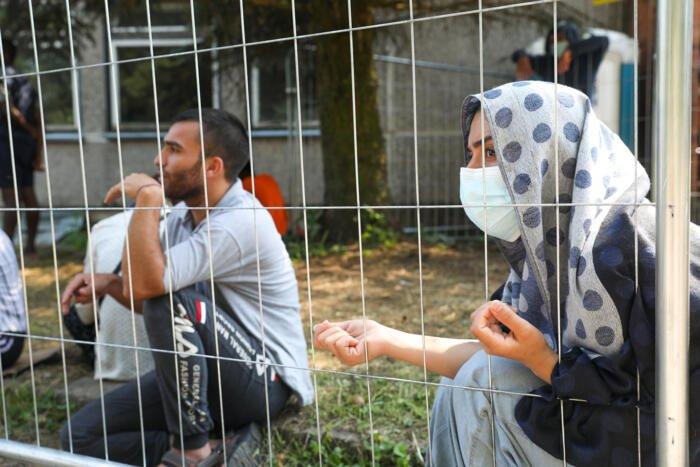 Į migrantų stovyklą Rūdninkuose nugabenta vandens patranka, šarvuočiai