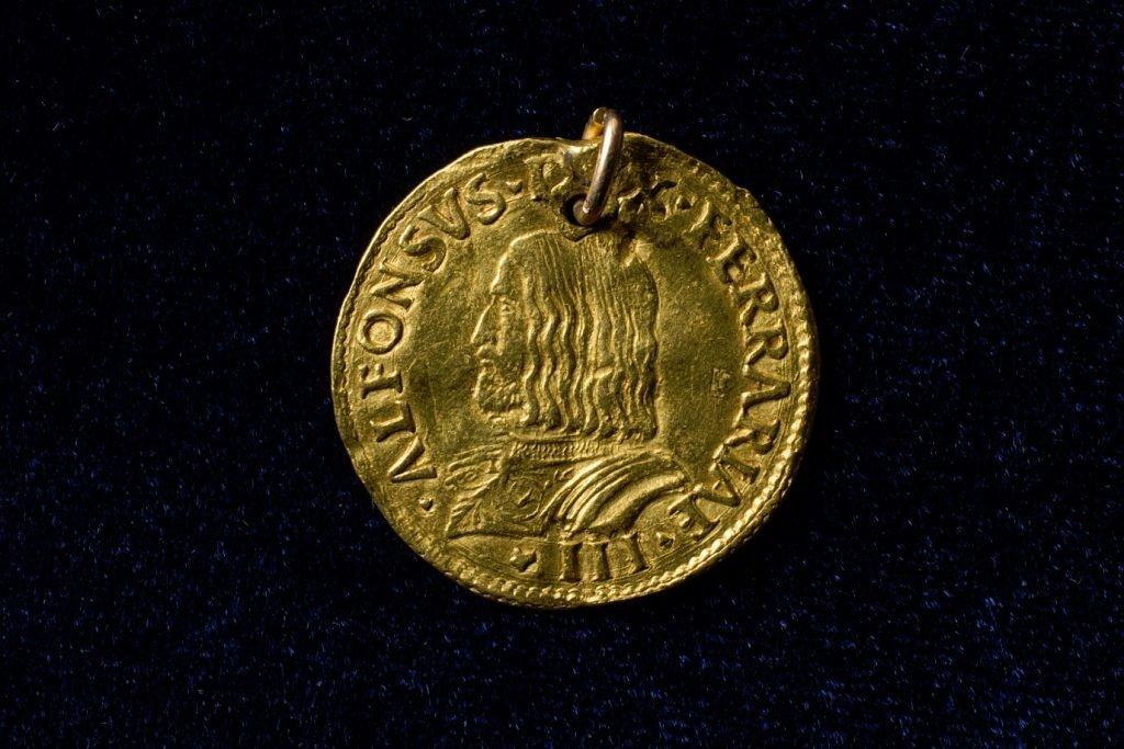 Karo muziejus pristato išskirtinę monetą – dvigubą auksinį dukatą