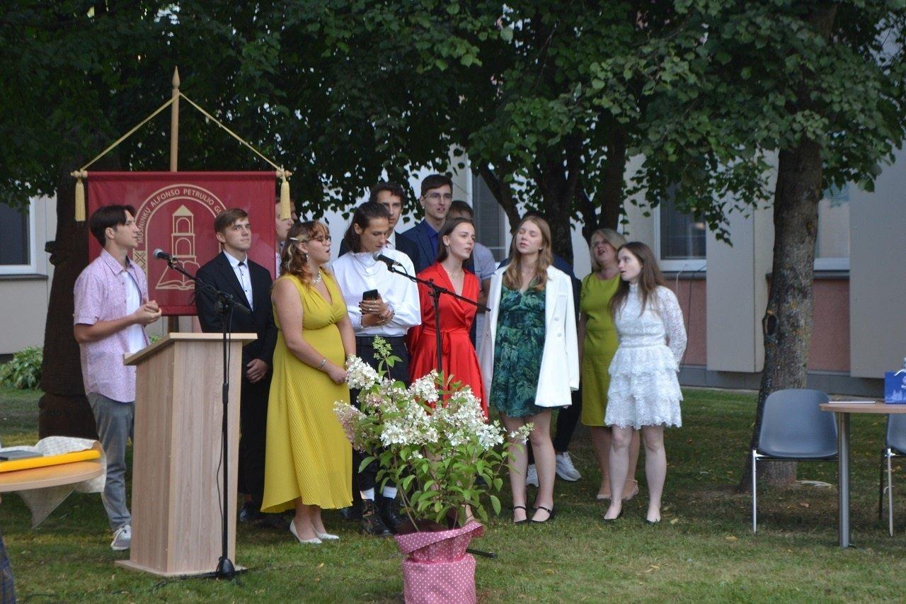 Musninkų A. Petrulio gimnazijos 70-os laidos egzaminų rezultatai aukštesni nei šalies abiturientų