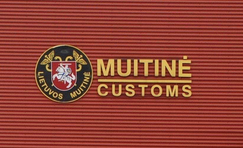 Kontrabandinės cigaretės į Lietuvą keliavo paslėptos po melionais ir akmens skalda