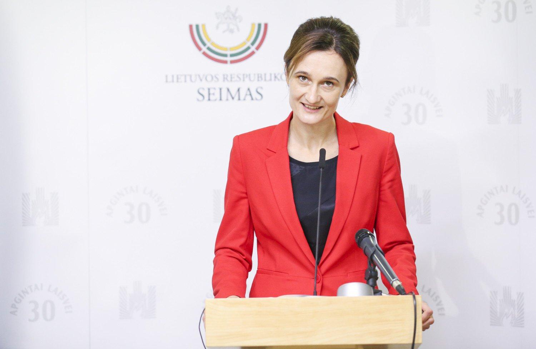 V. Čmilytė-Nielsen: siekiant spartesnio gyventojų skiepijimosi reikia derinti skatinamąsias ir ribojamąsias priemones