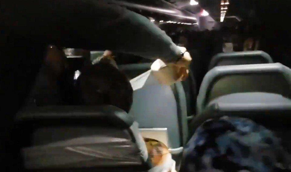 Chuliganą lėktuve teko pririšti prie kėdės (vaizdo įrašas)