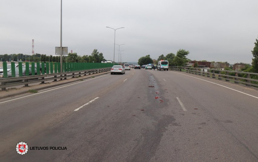 Praėjusi para keliuose: vienas žmogus žuvo, 9 sužeisti