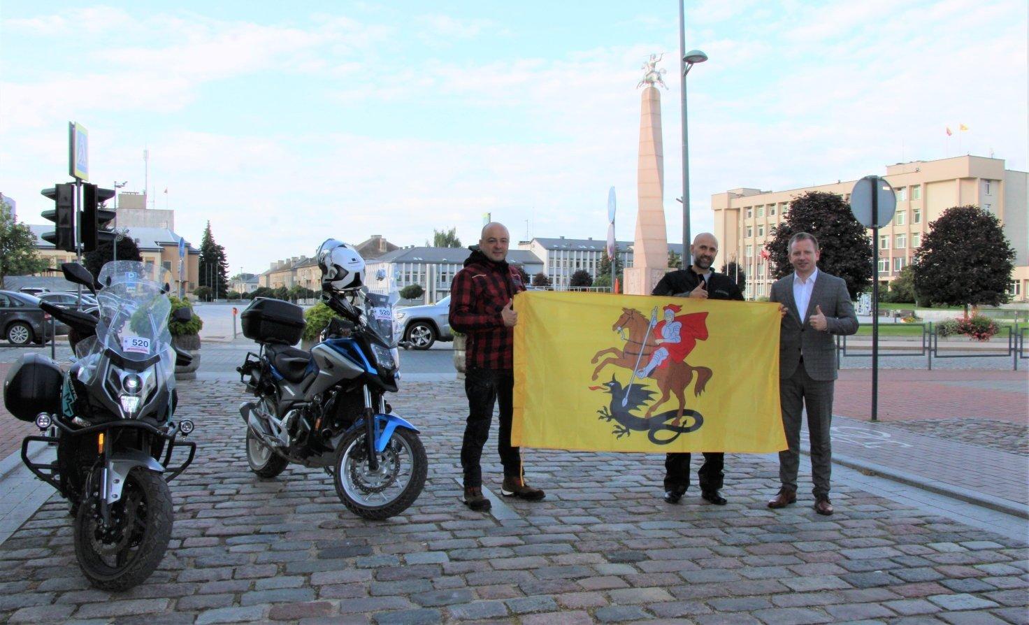 Į mototurizmo ralį išlydėta marijampoliečių komanda
