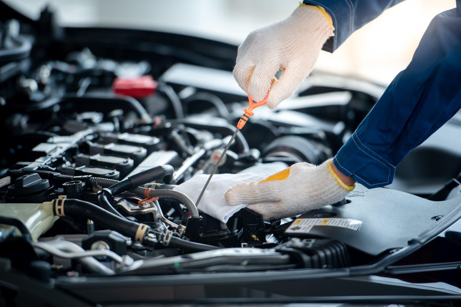 4 ženklai, kad automobilio priežiūros ir remonto darbus atliekate per retai