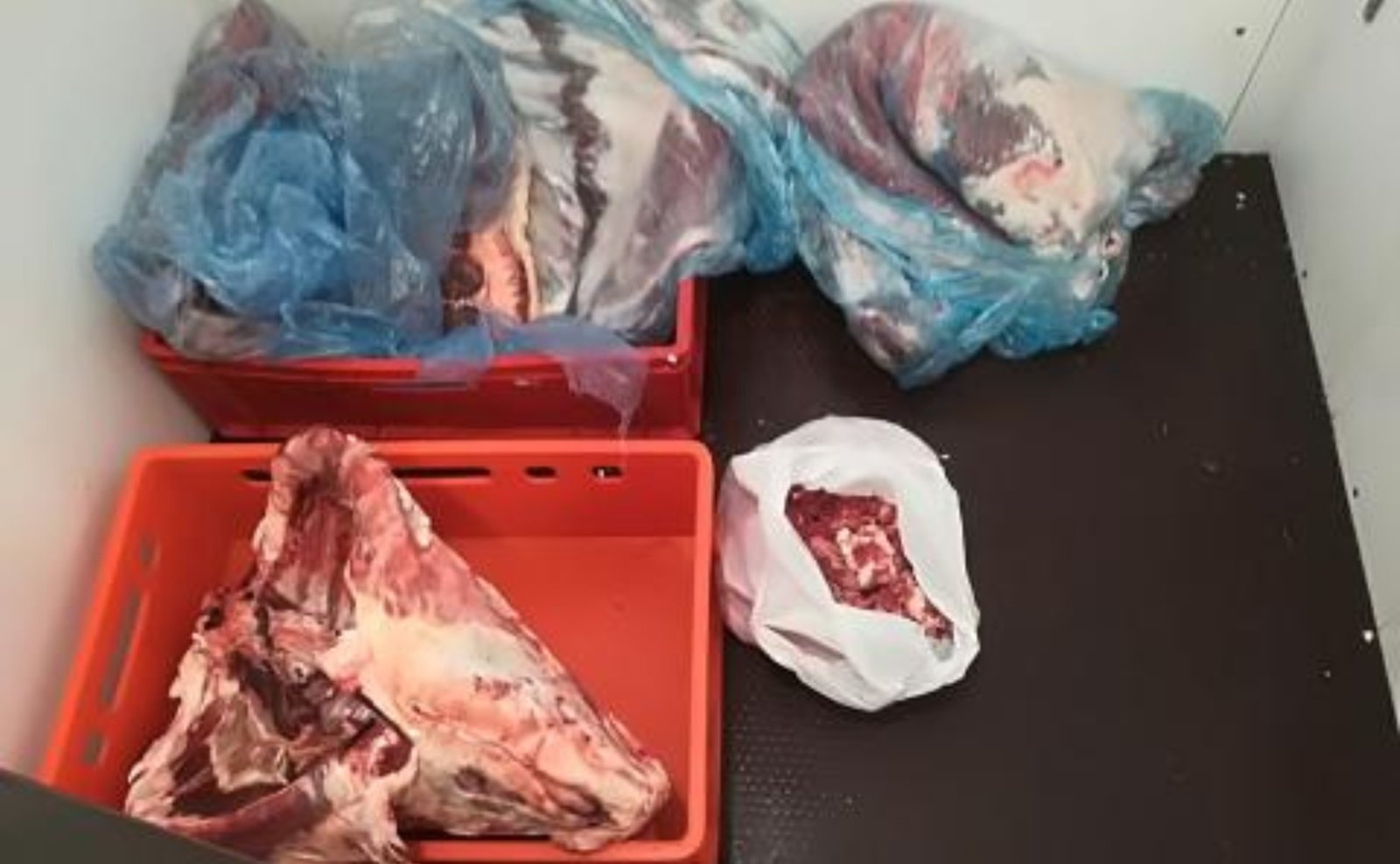 Maisto ir veterinarijos tarnyba išaiškino nelegalios prekybos aviena tinklą