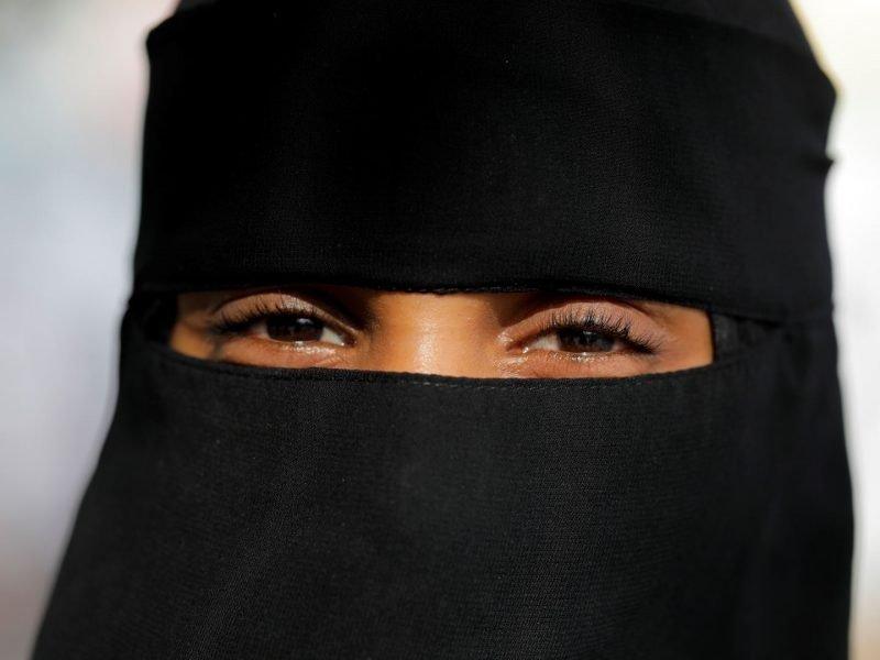 Talibanas pareikalavo, kad universitetuose studijuojančios moterys dėvėtų nikabus