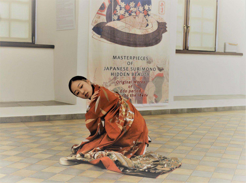 Parodoje Raudondvaryje pirmą kartą Lietuvoje atskleidžiamas japonų surimono šedevrų grožis