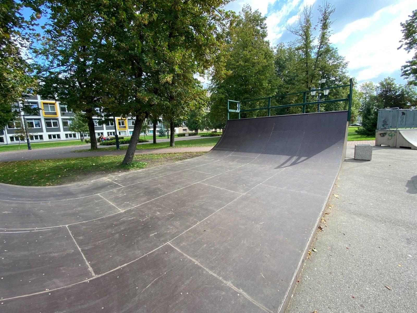Tauragėje Jono Viktoro Kalvano parke atnaujinta riedlenčių rampa